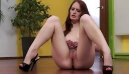 Nude beauty girlfriend is stimulating her pussy hole sitting on the floor